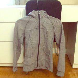 Lululemon size 2 zip up sweatshirt